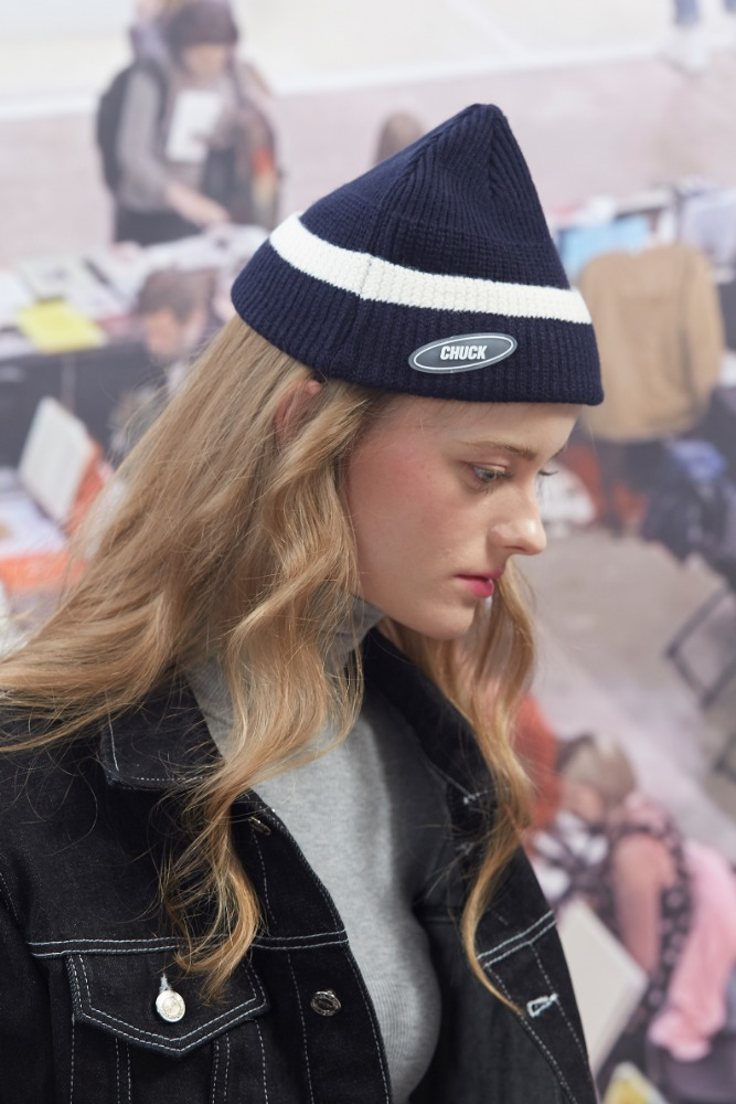 19FW CHUCK RUBBER LABEL 2 TONE BEANIE (NAVY)