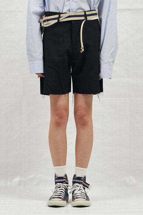 18SS CUTTING SHORT SLACKS (BLACK)
