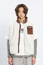 18 WINTER CHUCK SHERPA FLEECE ZIPUP VEST (CREAM)