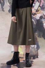 19FW CHUCK RUBBER LABEL LONG SKIRT (KHAKI)